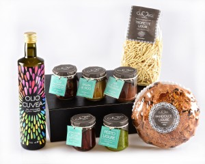 Gift box with typical italian food
